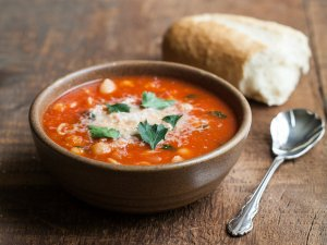 Tomato Soup with Chickpeas and Pasta